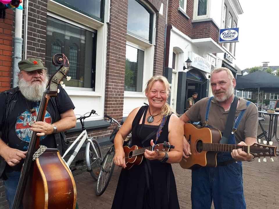 Opa's Kunstgebit folk muziek met een knipoog, Jan Klemens, Karin Tromp en Erik Scheper