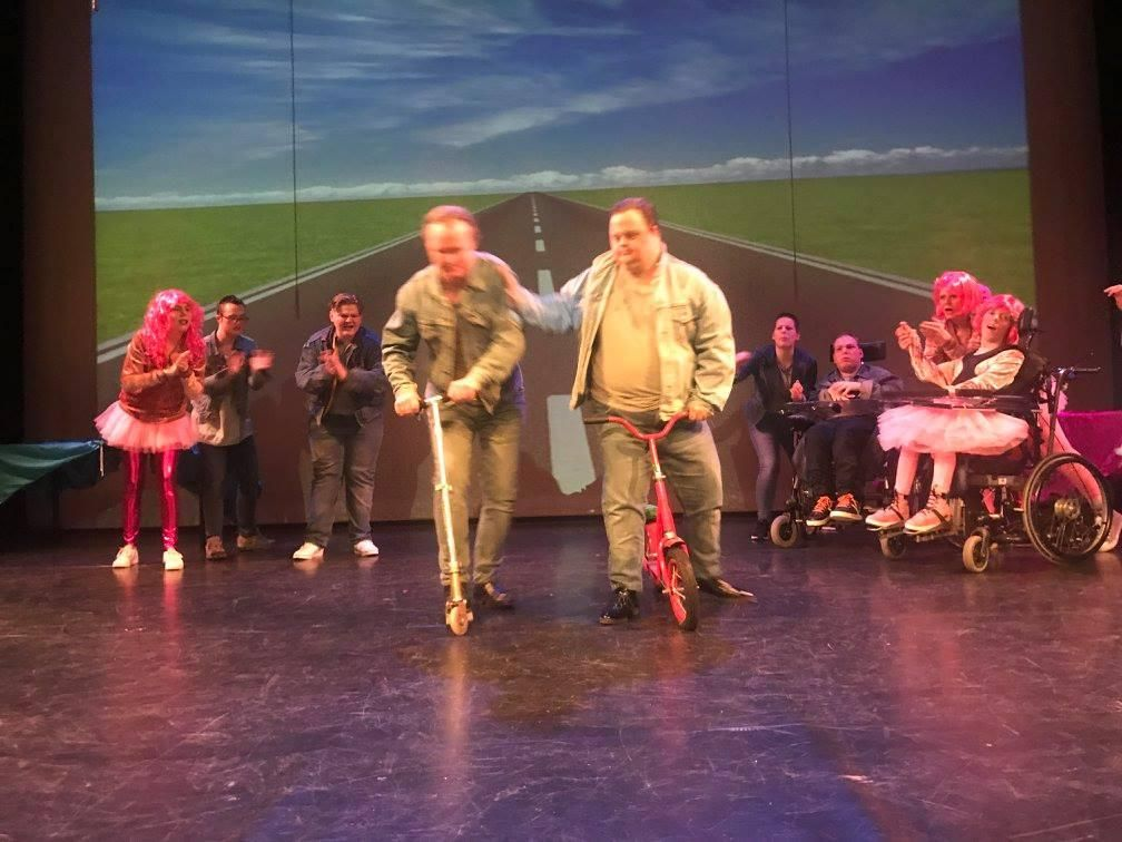 theater trots met grease foto kraster media voor theater tromp