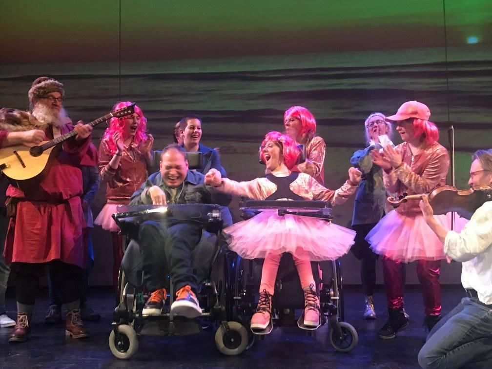 theater trots speeld grease in podium zuidheage, foto Krastermedia voor theater tromp